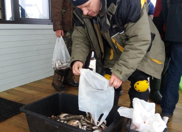Ap 40 kg zivtiņu tika arī Jēkabpils dzīvnieku patversmes kaķiem